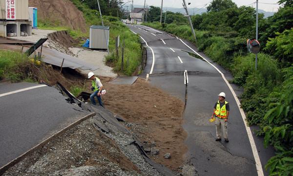 Erdbebeninduzierter Erdrutsch in Japan nach dem<br />Niigata-Chuetsu-Oki Erdbeben 2004